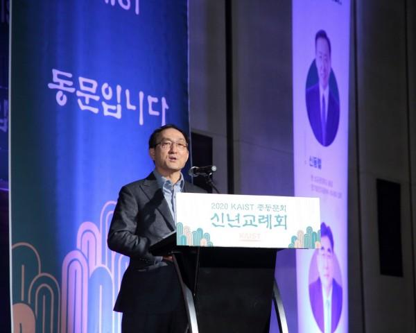 9-1. 동문학술장학재단 소개_임형규 이사장.JPG