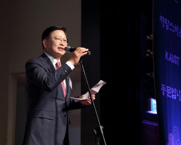 10-2. 총동문회장 이취임식_정칠희 회장.JPG