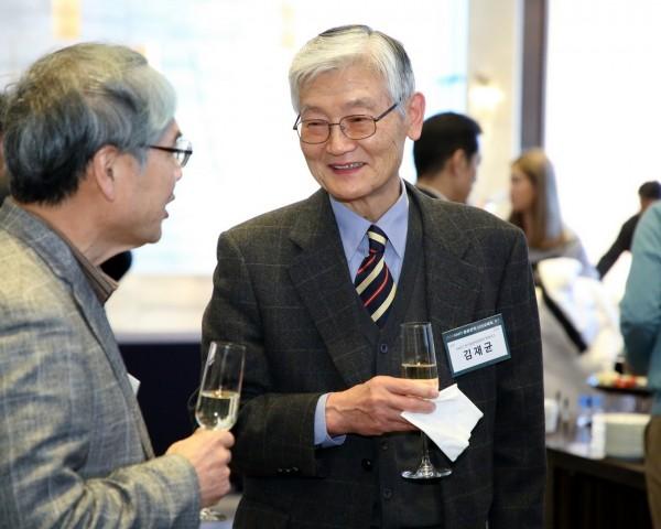 1-2. 리셉션_김재균 전기및전자공학부 명예교수.JPG